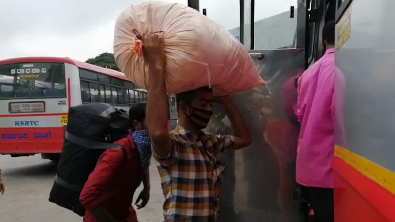 ಊರು ಬಿಟ್ಟು, ಸ್ವಂತ ಗೂಡು ಸೇರುತ್ತಿದ್ದಾರೆ ಬೆಂಗಳೂರು ಮಂದಿ, ಬಸ್ ನಿಲ್ದಾಣಗಳು ಫುಲ್