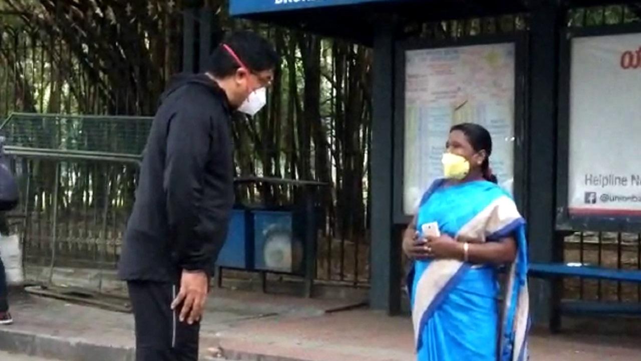 ಬೆಂಗಳೂರು ಲಾಕ್ಡೌನ್: ಟ್ರಾಕ್ ಸೂಟ್ನಲ್ಲಿ ರೌಂಡ್ಸ್ ಹೊಡೆದು ಜನರ ಸಮಸ್ಯೆ ಆಲಿಸಿದ್ರು