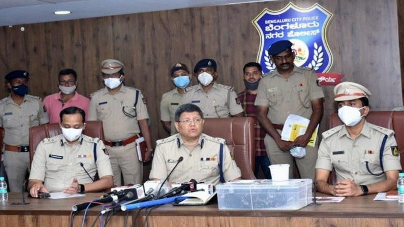 bengauru East Division Kg halli ps nab four persons and seize 6.7 Kg Ambergris from sperm whale worth rs 8 crore (4)