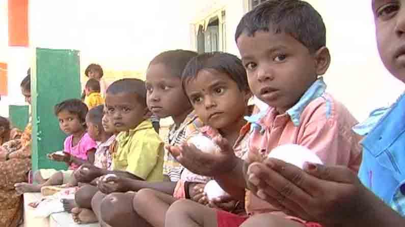 ಮೊಟ್ಟೆ ಸರಬರಾಜಿನಲ್ಲೂ ಭಾರಿ ಗೋಲ್ಮಾಲ್.. ಕಡಿಮೆ ತೂಕದ ಕಳಪೆ ಮೊಟ್ಟೆ ನೀಡಿ ಹಣ ಲೂಟಿ | Golmaal in egg supply low quality Poor egg given to anganwadi and loots money in raichur | TV9 Kannada